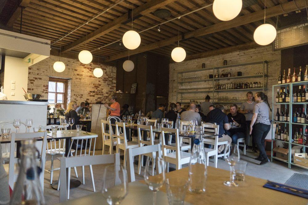 010 Restaurant Lonna
